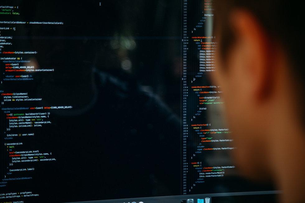 Desenvolvedor codificando