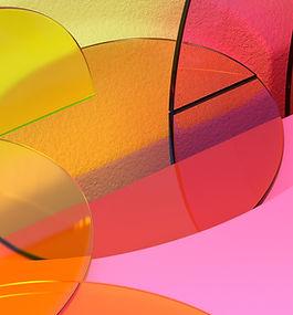 フクシアとオレンジの幾何学的オブジェクト