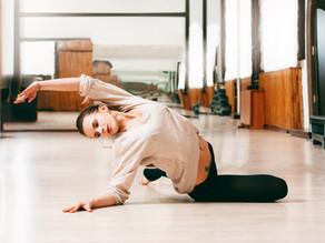 ספיישל איזון מפרק ירך ואגן - שלב 2 מתוך 3 מתיחת הארבע ראשי בשכיבה על גב עם רוטציה של האגן