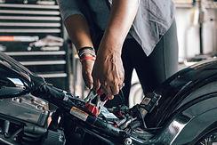 メカニック修理オートバイ