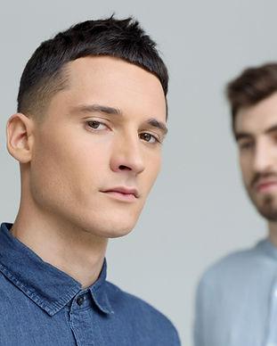 Deux modèles masculins