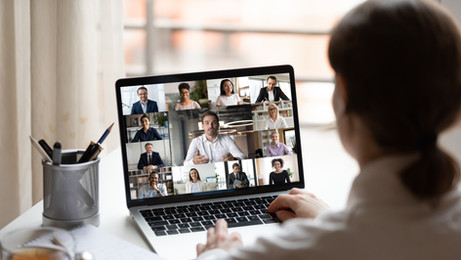 כיצד נצפה במשתתפים בזמן שיתוף מסך?