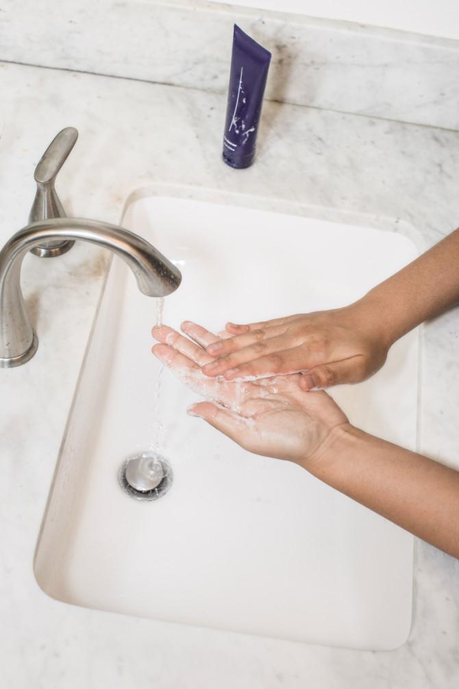 ¿Como descontaminar las manos del COVID-19?Los agentes tensioactivos del jabón y los desinfectantes