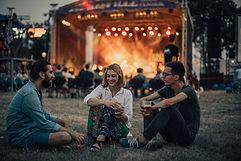 コンサートを楽しむ友達