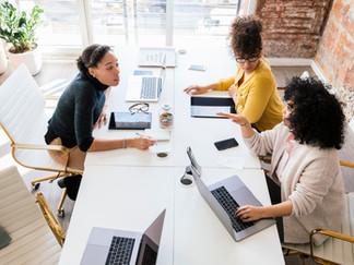 6 formas en las que las mujeres pueden apoyarse unas a otras en el trabajo