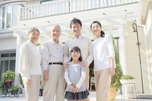 三世代家族の人物の写真
