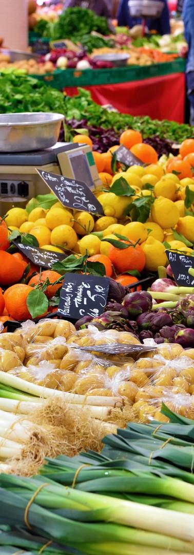 Stand de légumes sur un marché