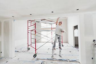 Tillämpa cement på väggen