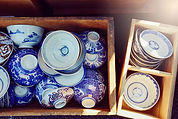 蚤の市で売られる陶器鉢