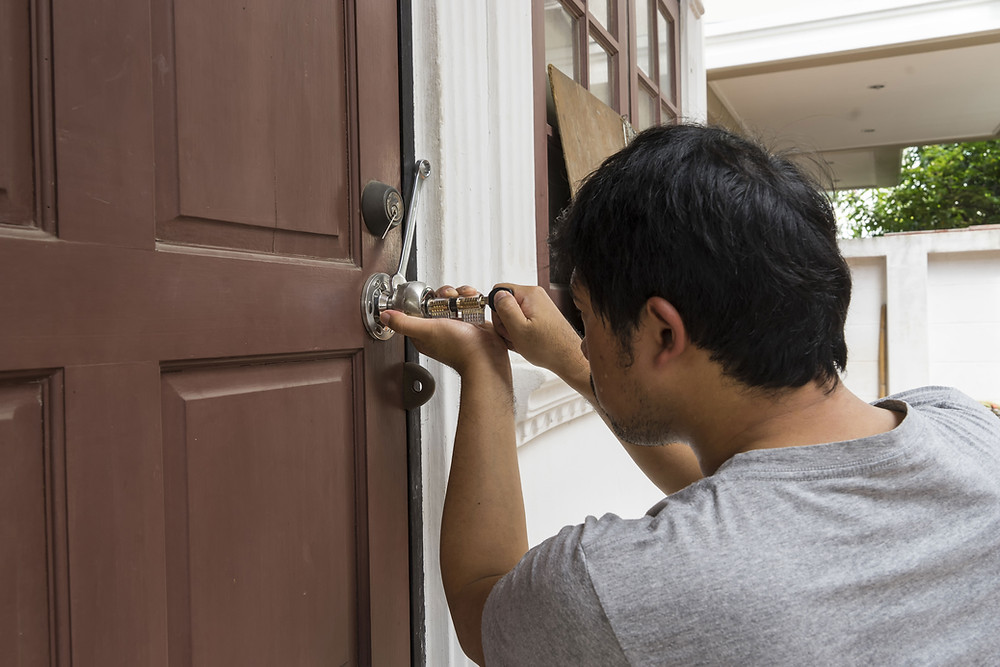 Local Locksmith Wallington connects the nations most trusted local locksmiths providing Emergency locksmith services Wallington across the country. No need to spend hours looking for a reliable certified locksmith that can help! Simply browse our directory and find the best locksmith service in your area, or call us and let us find the best nearby local locksmith for you.