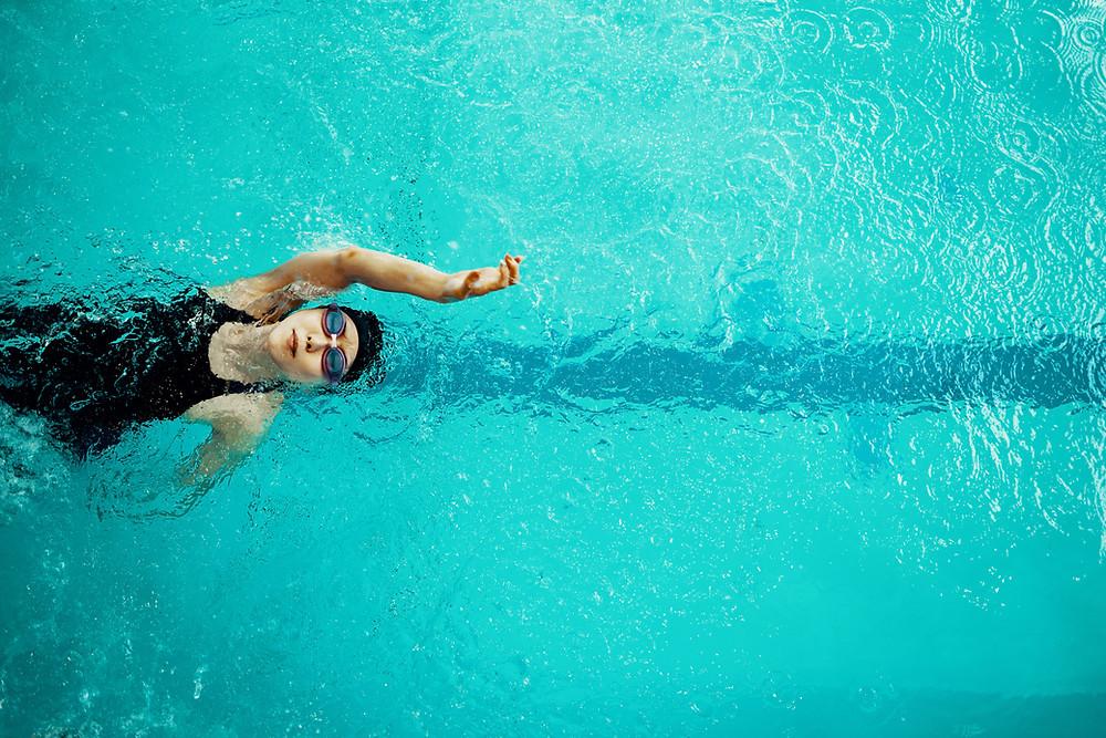 Female swimmer doing backstroke