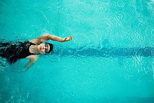Nageur de nage sur le dos