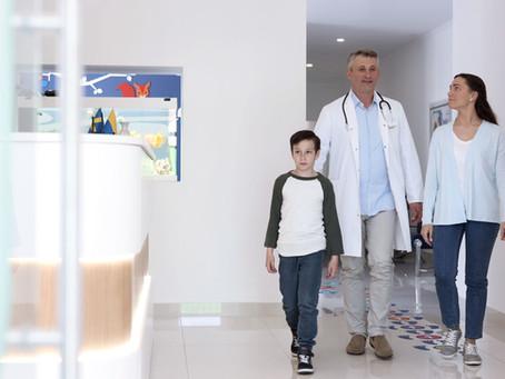 Être assisté par un médecin de recours : remboursement intégral des frais par la compagnie