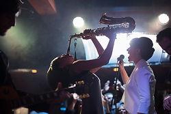 Tocando el saxofon