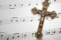 Des partitions et une croix