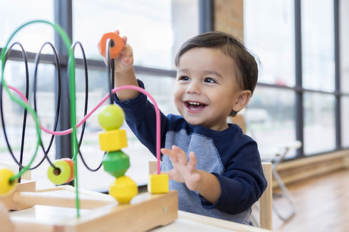 Niño jugando