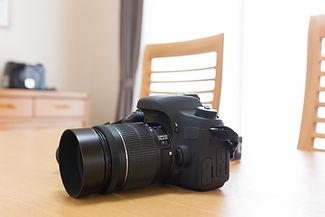 テーブル上のカメラ