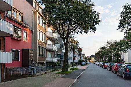 Abendsonne in Anwohnerstraße