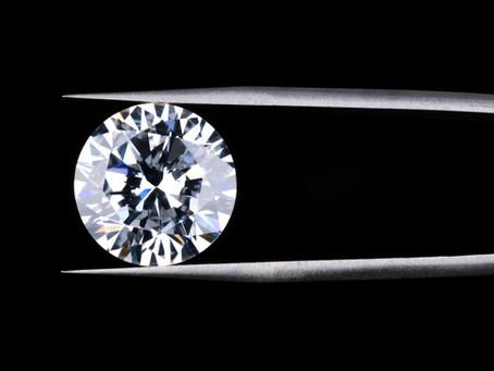 鑽石,鑽戒購買前,掌握鑽石挑選原則,選出最增值款|鑽石4C原則、鑽石比色、鑽石切工|鑽石合理報價如何看?|鑽石證書認識
