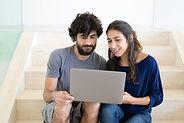 Пара на ноутбуке