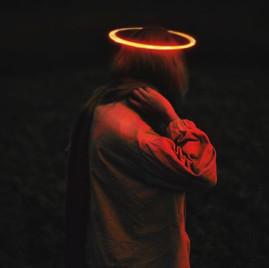 天使為在困境中的人效力