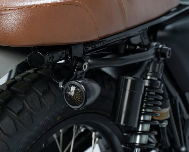 [muttmotorcycles.com][962]MM_Akita-125_V1_Silver_ST-D07_WEB.png