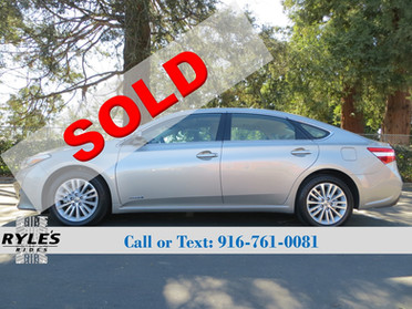 2013 Toyota Avalon Hybrid - Only 19K Miles!