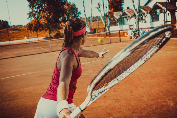 Young-woman-playing-tennis-HD-picture-02
