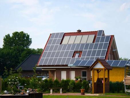 Quanto custa gerar energia solar em casa? Vale a pena?