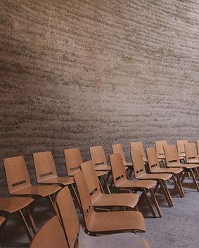 Cadeiras vazias no Palestra quarto