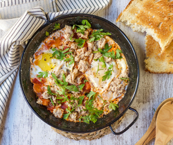 EGGS FRIED ON TOMATOES WITH TUNA FB