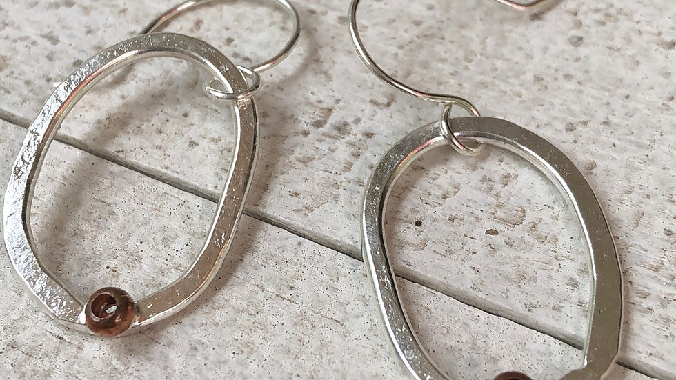 Simple imperfect oval ears