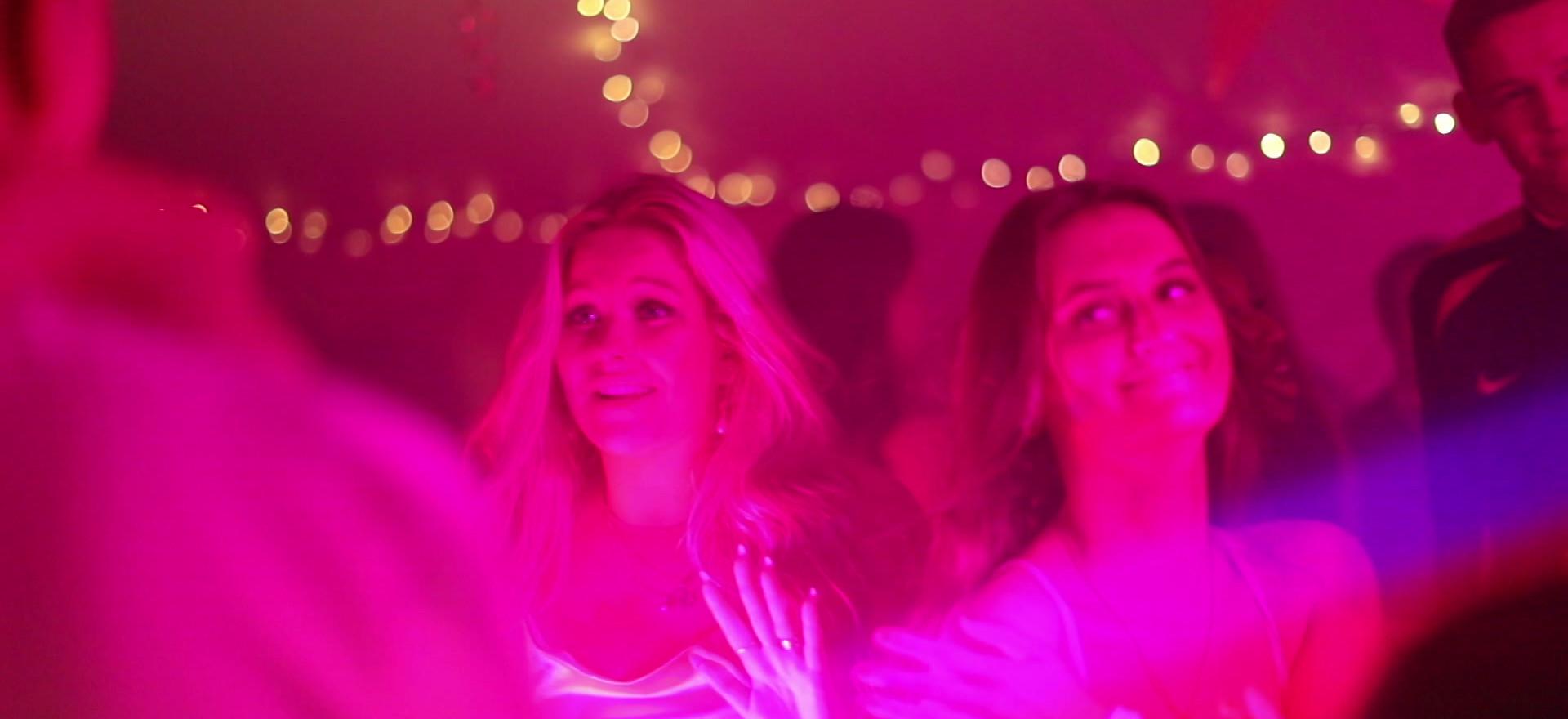 DJ, lyd og lys - for Sofie og Amalie