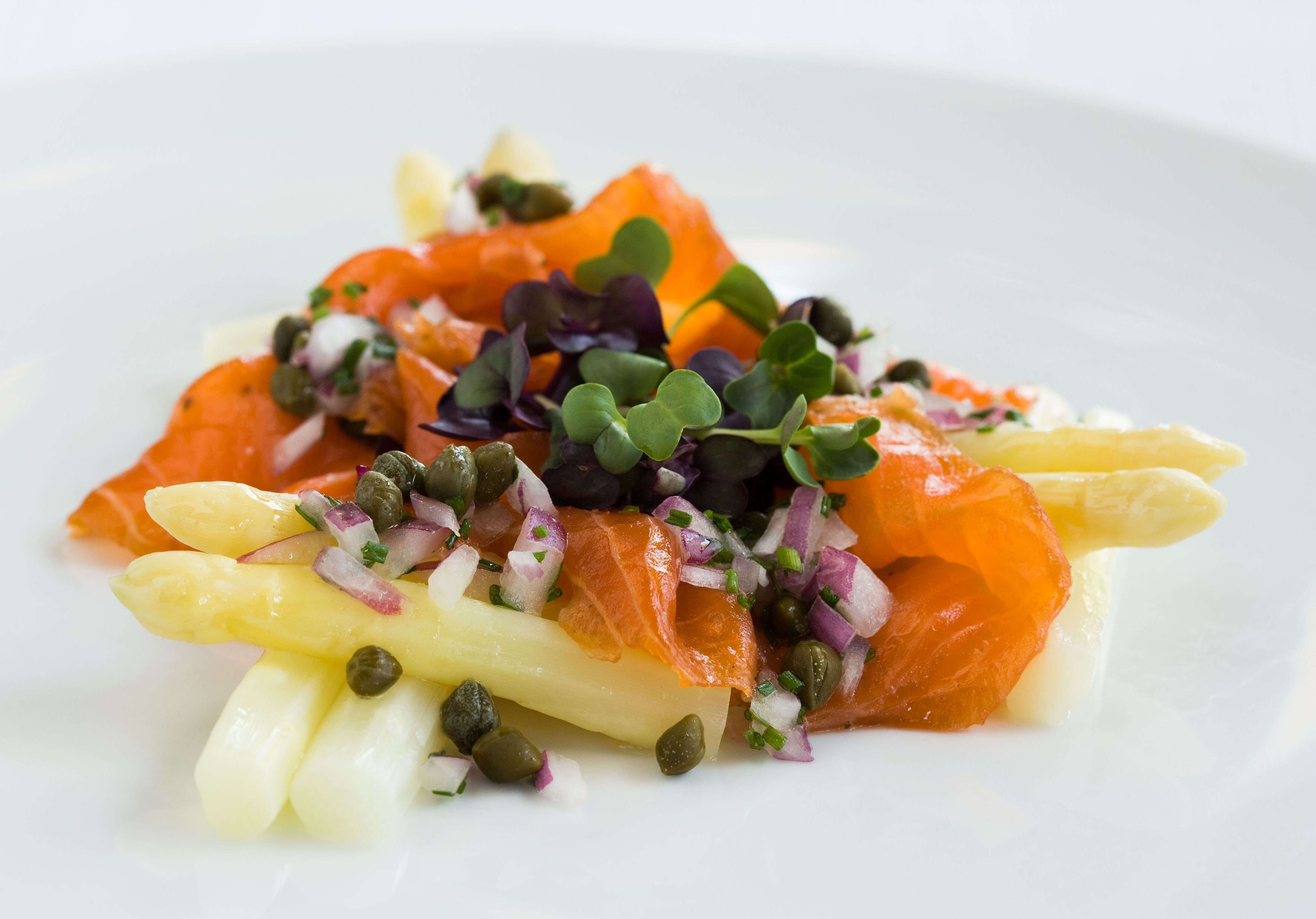 Gravlax with white Asparagus