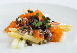 Gravlax with white Asparagus
