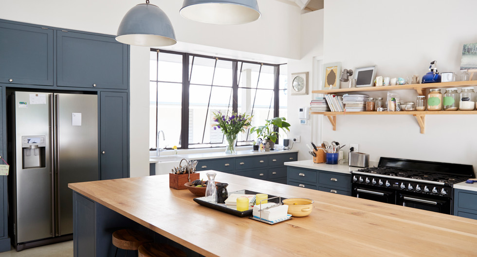kitchen-island-in-a-large-family-kitchen