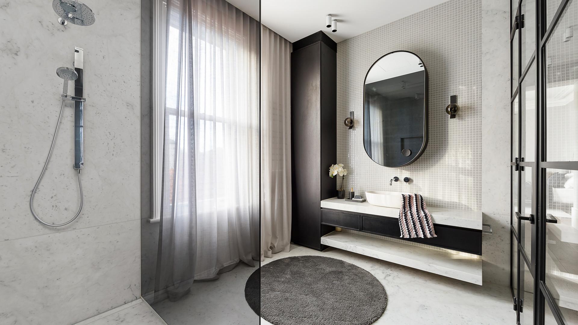 bathroom-N4UY4HB.jpg