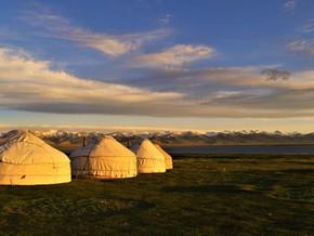 Passer deux jours en famille dans un camp de yourtes dans les steppes kirghizes (14-16 juin)