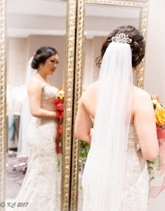 KeechaPhotography-DreamDayDressingRooms-BrideReflection