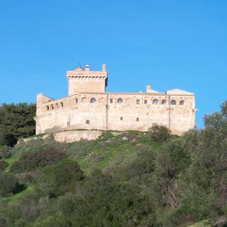 Foto aerea Castello San Basilio esterno.