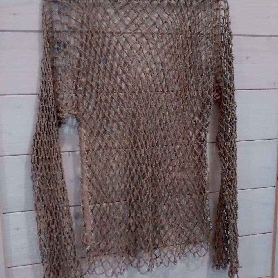 Prenda elaborada con cordón de redes
