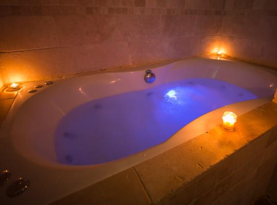 Dolydd Jacuzzi Bath.jpg