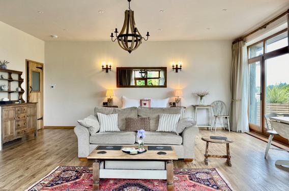 6 hB lounge .jpeg