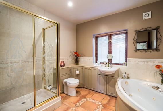 Suite 3 Bathroom.jpg