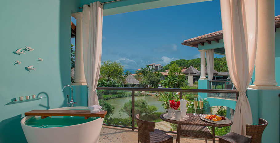 Lover's Lagoon Hideaway Junior Suite wit
