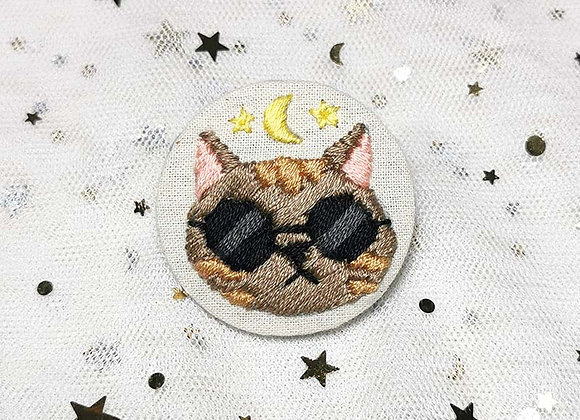 Embroidered Badge Sunglass Cat (Brown)