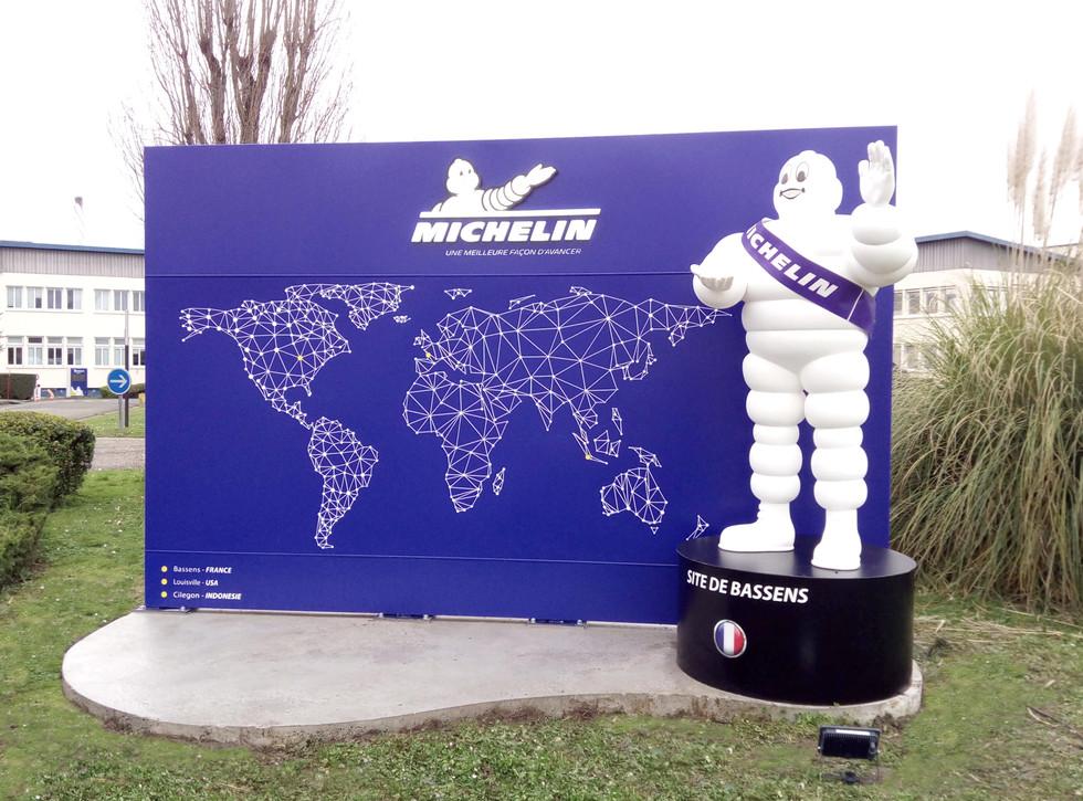 Totem Michelin 03.jpg