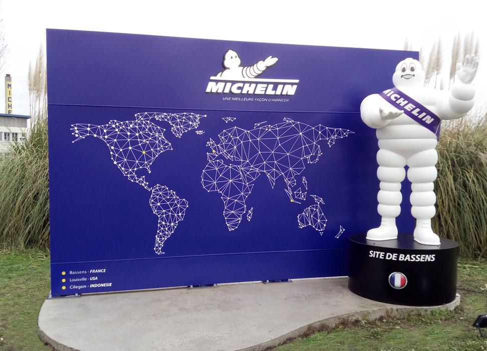 Totem Michelin 04.jpg