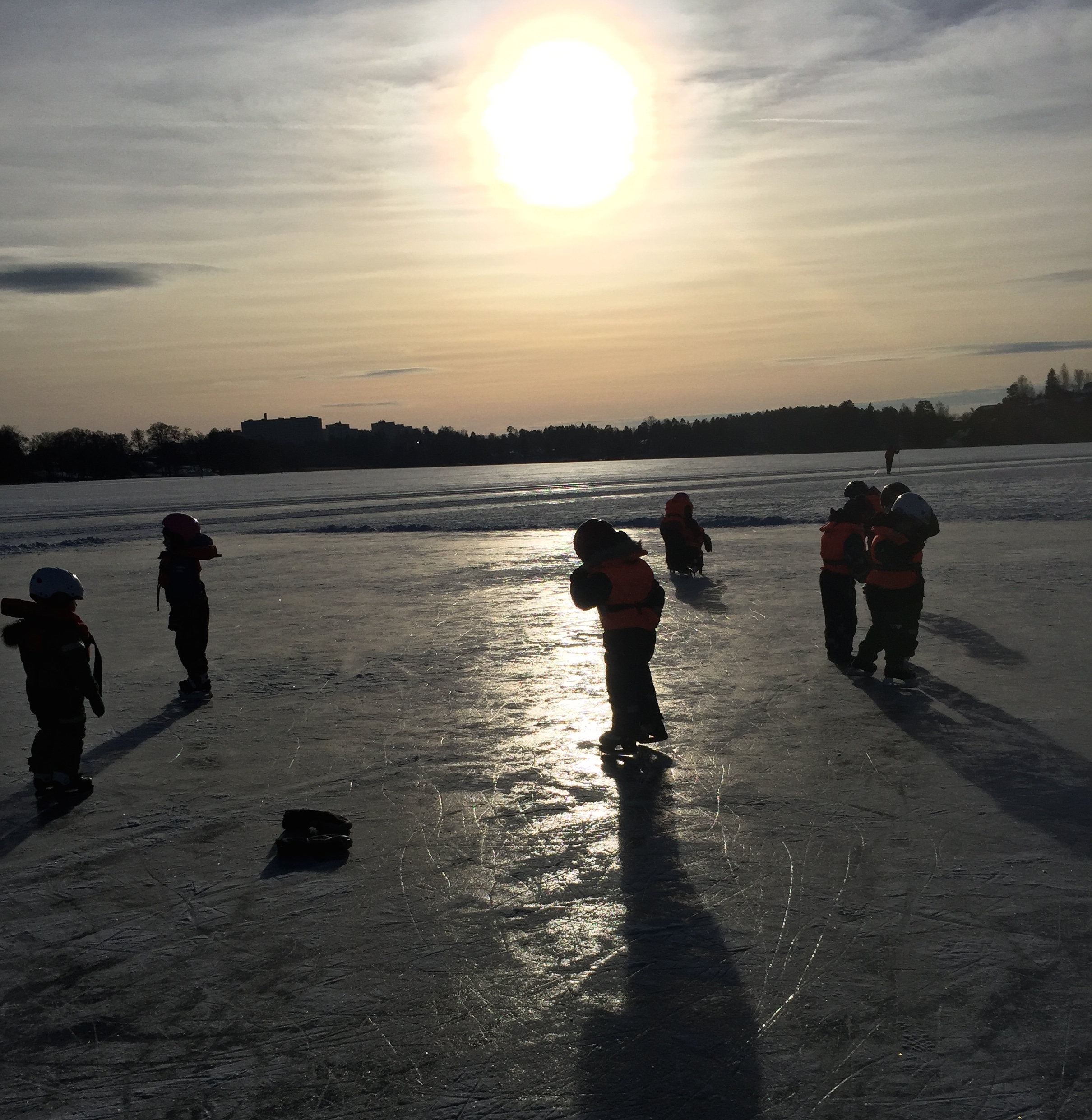 En vintereftermiddag på isen