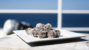 Healthy chocolate balls,
